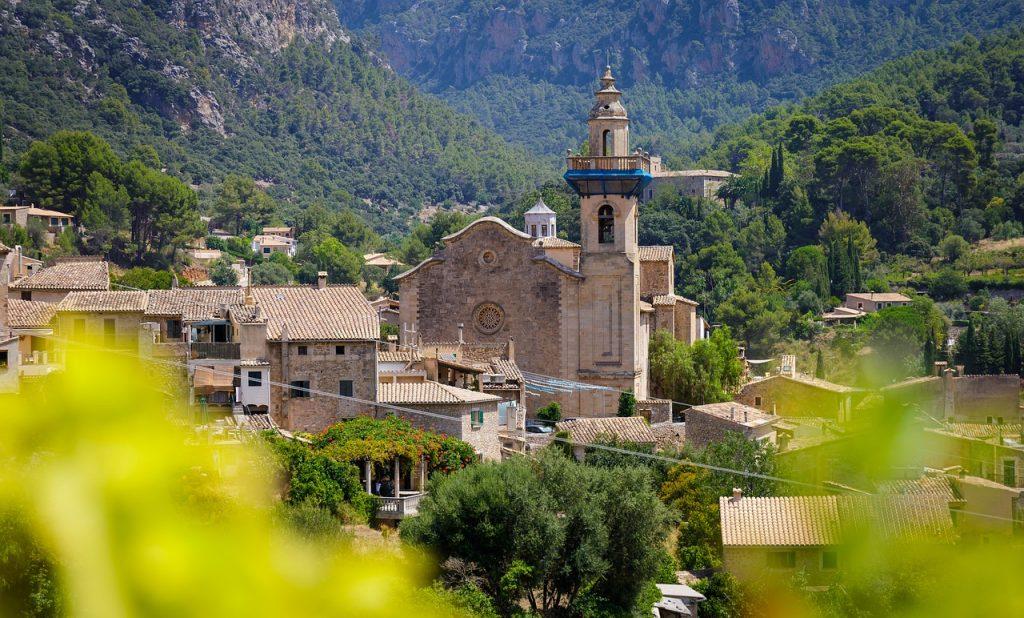 Se reposer ou vivre à Majorque : consultez une agence immobilière en Espagne.